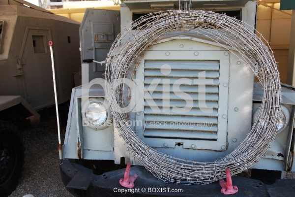 Sandwich Armored Vehicle Truck With Barbed Wire