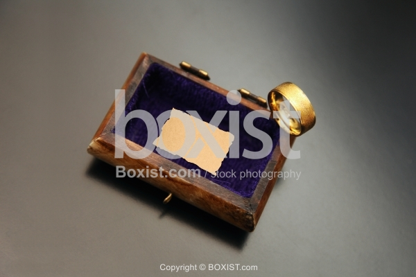 Ring Box With Paper Note