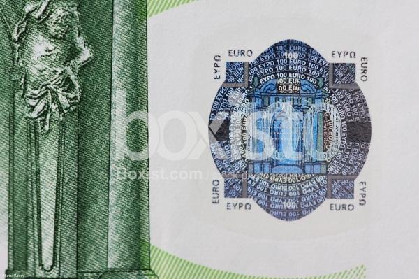 100 Euros Banknote Hologram